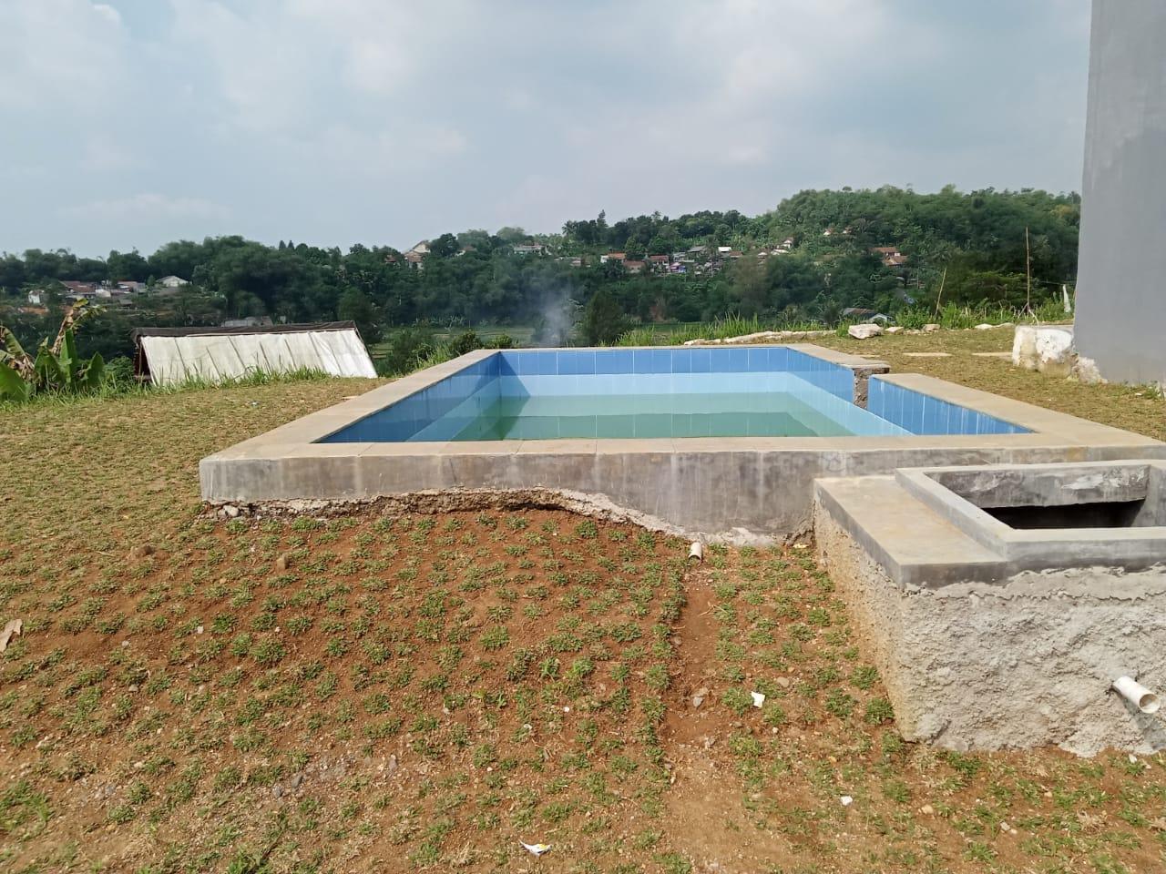 kolam renang villa algira mountain view